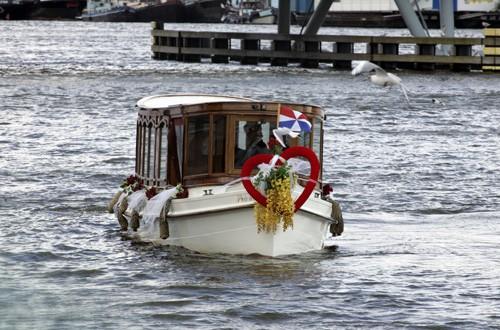 Trouwen of huwelijk op een boot of de boot als trouwvervoer bij Salonboot Avanti