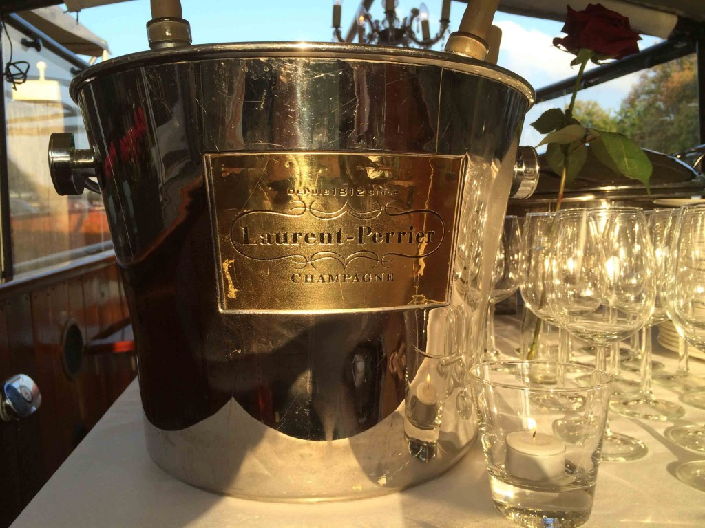 Salonboot te huur in Amsterdam Champagne