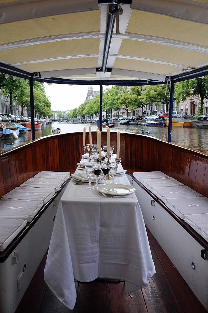 Salonboot Avanti met scheepsbar huren in Amsterdam