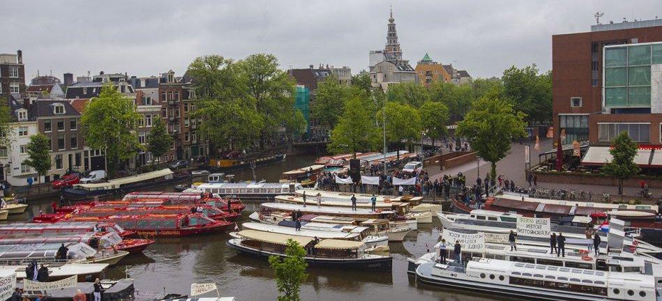 Salonboot vergunning vergunningstelsel onbepaalde tijd rondvaart protest bij het stadhuis